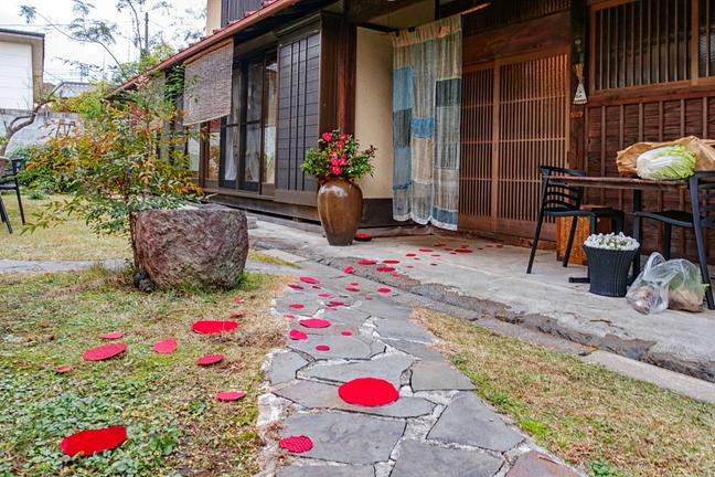wazo_akaikutsu01.jpg